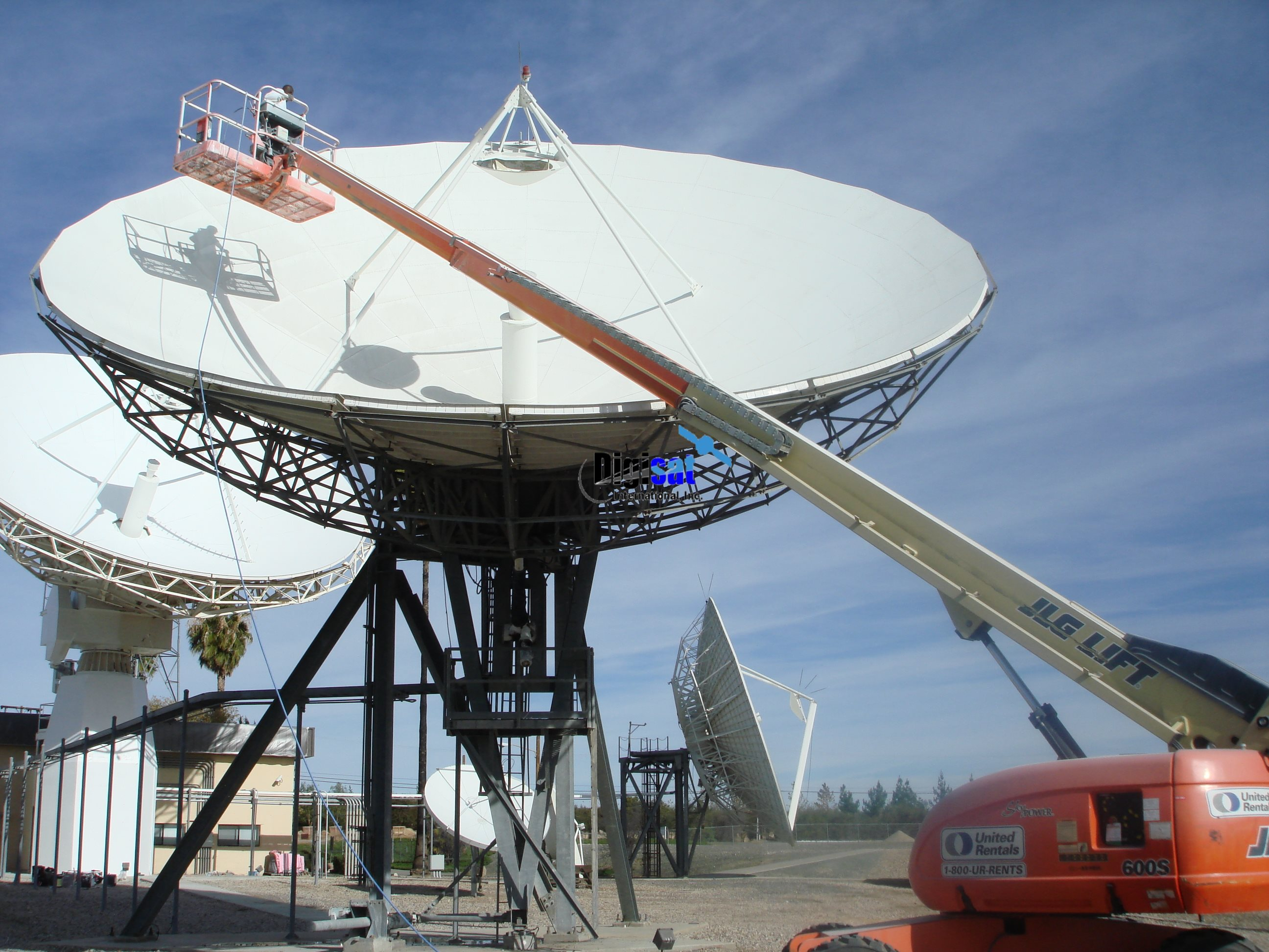 Satellite equipment antenna painting service solutions