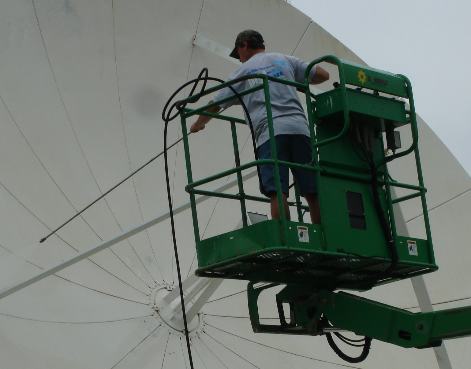 Satellite Teleport Antenna Cleaning Services